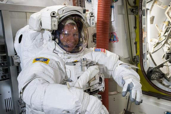 Space Station Astronauts Taking Spacewalk Today: Watch It Live