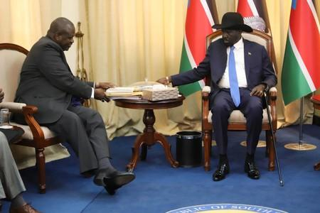 South Sudan's President Salva Kiir Mayardit sits with ex-vice president and former rebel leader Riek Machar before their meeting in Juba, South Sudan