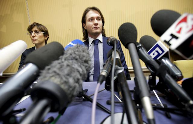 Raffaele Sollecito (C) looks on next to his lawyer Giulia Bongiorno during a news conference in Rome March 30, 2015. Italy's top court on Friday annulled the conviction of American Amanda Knox for the 2007 murder of British student Meredith Kercher and, in a surprise verdict, acquitted her of the charge. The Court of Cassation threw out the second guilty verdict to have been passed on Knox, 27, and her Italian former boyfriend Raffaele Sollecito for the lethal stabbing. REUTERS/Max Rossi