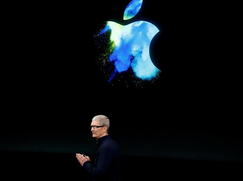 Tim Cook Apple Donald Trump