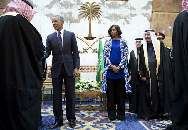 Michelle Obama dressed modestly and covered her arms and legs — albeit without a headscarf — on her visit to Saudi Arabia in 2015. (Photo: AP)