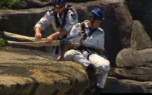 Police Rescue officers prepare to scale down the cliff face. Source: 7 News.