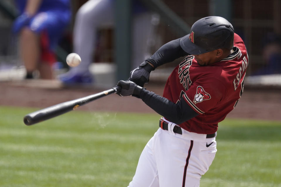 Arizona Diamondbacks third baseman Eduardo Escobar (5)