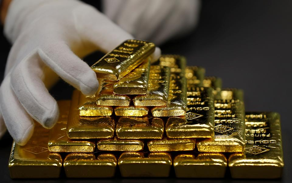 An employee sorts gold bars in the Austrian Gold and Silver Separating Plant 'Oegussa' in Vienna, Austria, December 15, 2017.  REUTERS/Leonhard Foeger
