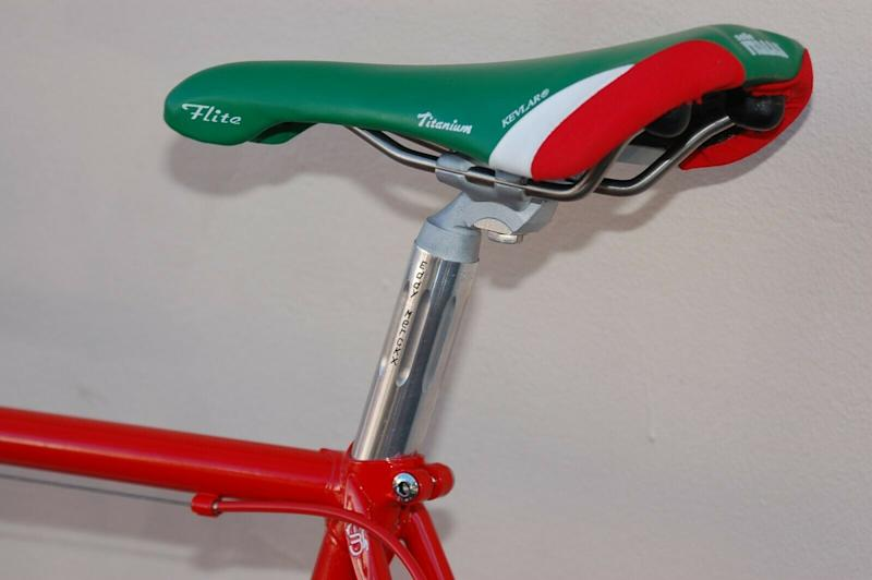 An Eddy Merckx Cinelli seatpin holds a 2007 Selle Italia Faite saddle in Italian colours -- which just happen to be the same as 7-Eleven's