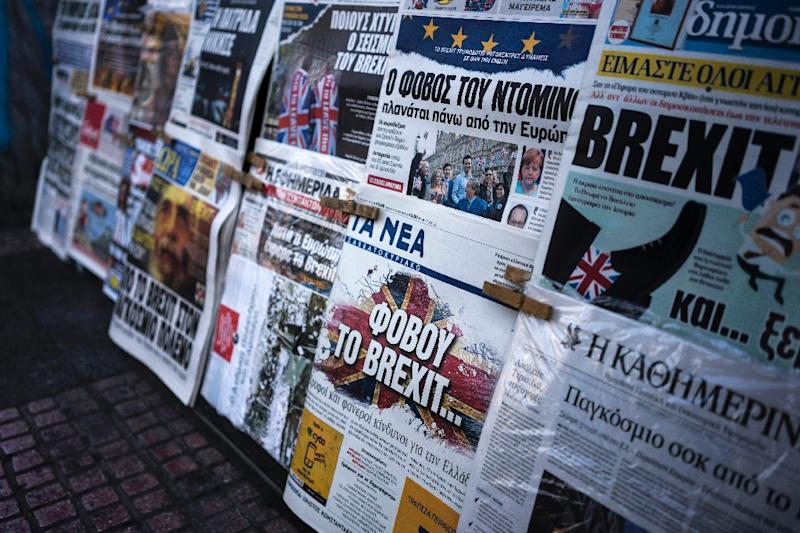 """A picture taken on June 25, 2016 in Athens shows the front page of the Greek newspaper """"Ta Nea"""" (C) reading """"be afraid of Brexit"""""""