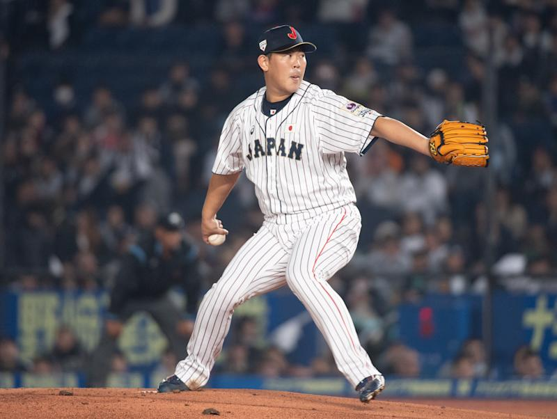 CHIBA, JAPAN - NOVEMBER 11: Shun Yamaguchi #18 of Team Japan pitching during the WBSC Premier 12 Super Round game between Japan and Australia at the Zozo Marine Stadium on November 11, 2019 in Chiba, Japan. (Photo by Gene Wang/Getty Images)