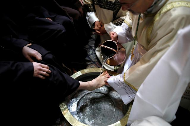 <p>Archbishop Pierbattista Pizzaballa, Apostolic Administrator of the Latin Patriarchate of Jerusalem, performs the Catholic Washing of the Feet ceremony in the Church of the Holy Sepulchre in Jerusalem's Old City during Holy Week, March 29, 2018. (Photo: Corinna Kern/Reuters) </p>