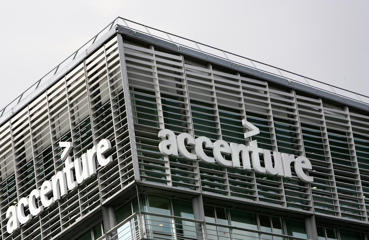 This picture taken on July 2, 2009 in Paris shows the logo of the US outsourcer Accenture.    AFP PHOTO LOIC VENANCE
