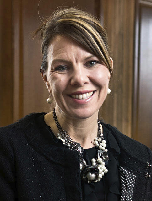 <p>In this 2017 photo, Jennifer Riordan, of Albuquerque, N.M., poses for a photo in Albuquerque. Family, friends and community leaders are mourning the death of Riordan, a bank executive on a Southwest Airlines jet that blew an engine as she was flying home from a business trip to New York. (Photo: Marla Brose/The Albuquerque Journal via AP) </p>