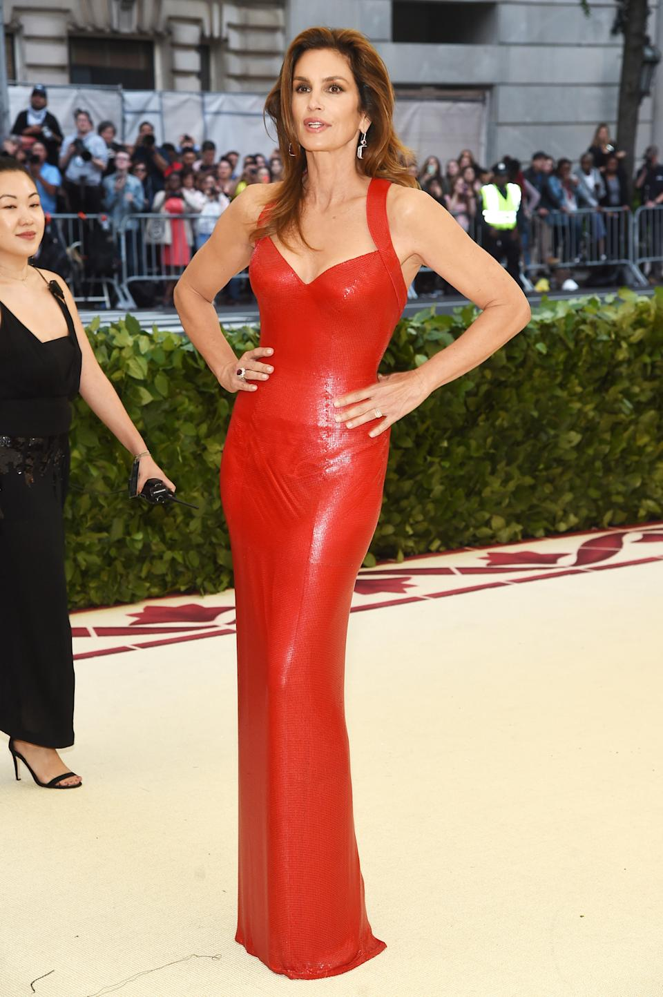 """<h1 class=""""title"""">Cindy Crawford in Versace with a Judith Leiber Couture bag</h1><cite class=""""credit"""">Photo: Getty Images</cite>"""
