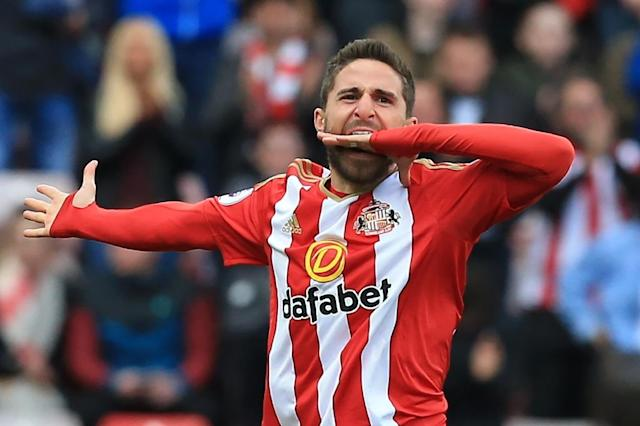 Sunderland's Fabio Borini celebrates scoring their second goal during their match against West Ham United in Sunderland, north-east England on April 15, 2017 (AFP Photo/Lindsey PARNABY)