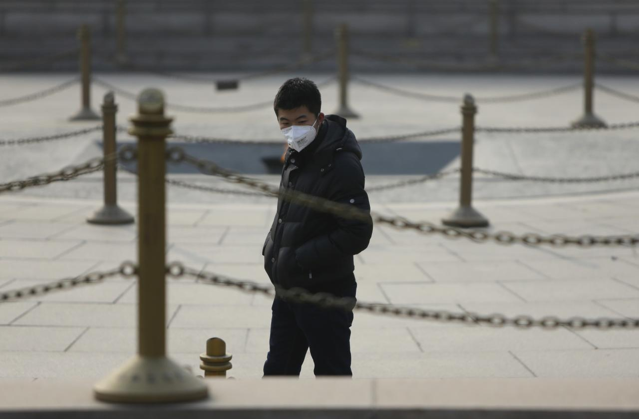 """A man wearing a mask is seen at a park on a hazy day in Beijing, January 17, 2014. Beijing's mayor pledged on Thursday to cut coal use by 2.6 million tonnes and set aside 15 billion yuan ($2.4 billion) to improve air quality this year as part of the city's """"all-out effort"""" to tackle air pollution, state news agency Xinhua said. REUTERS/Jason Lee (CHINA - Tags: ENVIRONMENT POLITICS)"""