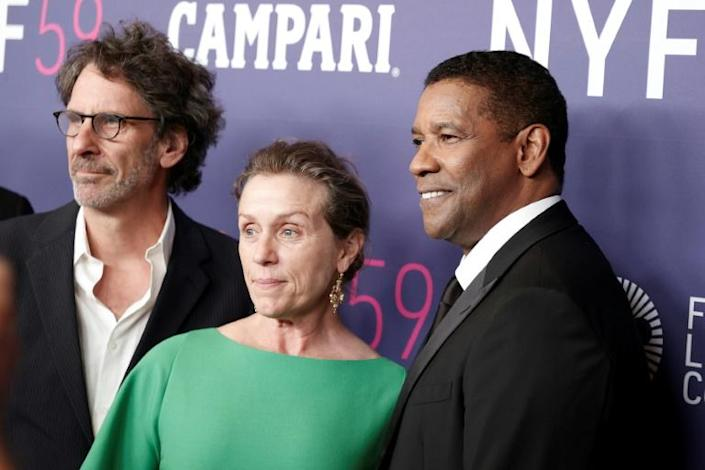 """Joel Coen, Frances McDormand and Denzel Washington pose for a photo before the world premiere of """"The Tragedy of Macbeth"""" in New York (AFP/Arturo Holmes)"""