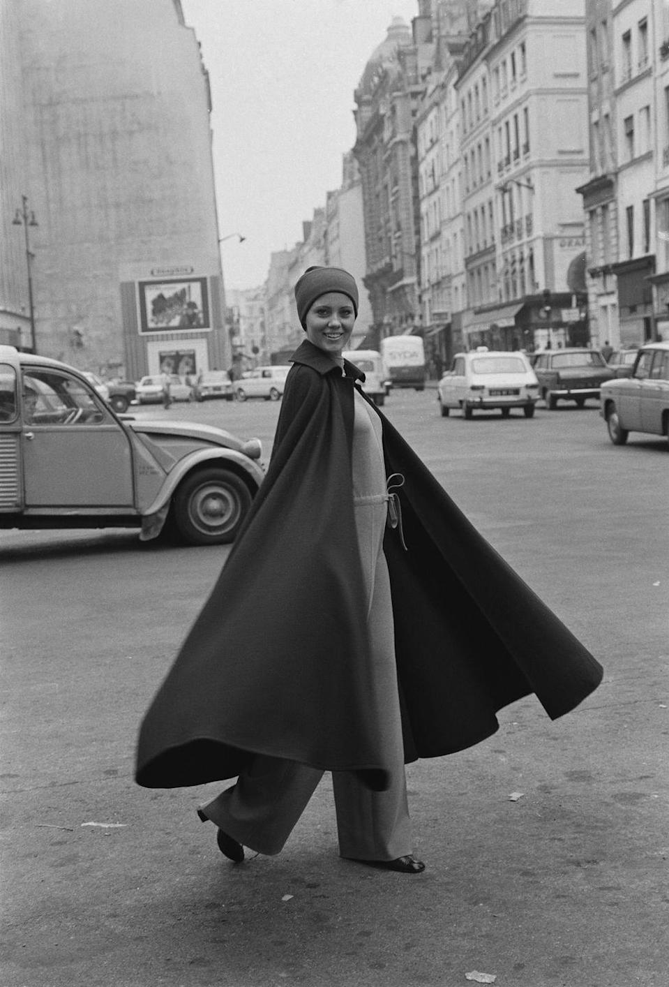 <p>Not all superheros wore capes, but fashionable women of the '60s sure did. </p>