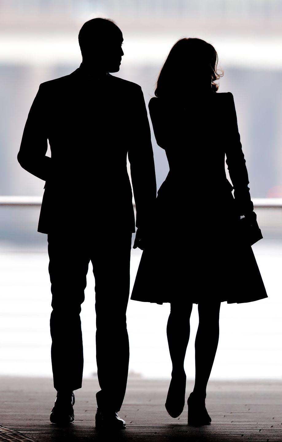 <p>This dramatic silhouette shows the Duke and Duchess of Cambridge, who are known as the Duke and Duchess of Strathearn in Scotland, at the opening of the Dundee, Scotland's first design museum.</p>