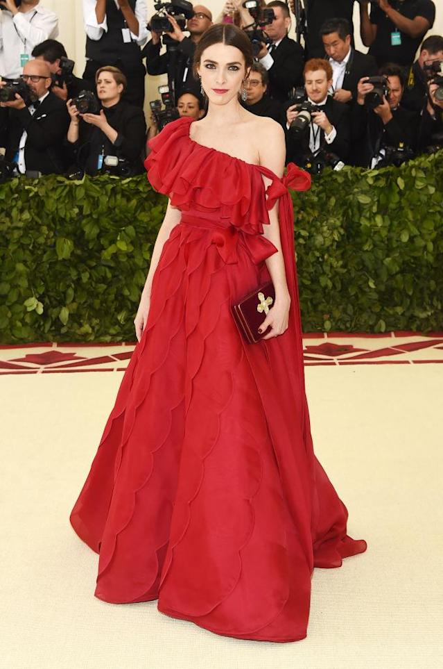 <p>Anna Wintour's daughter arrived in Valentino Couture. (Photo: Getty Images) </p>