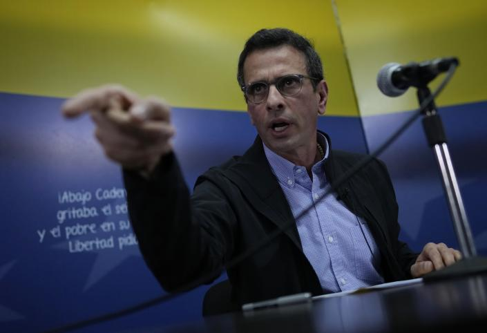 """Venezuela opposition member and former presidential candidate Henrique Capriles, speaks to the press in Caracas, Venezuela, Wednesday Aug 11, 2021. Capriles confirmed the participation of his political party """"Primero Justicia"""" in the negotiations that will take place in Mexico. (AP Photo/Ariana Cubillos)"""