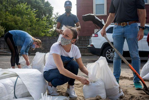 PHOTO: Residents load up on sand bags at the Mid-City Library in preparation for approaching Hurricane Delta in New Orleans, Oct. 7, 2020 (Kathleen Flynn/Reuters)