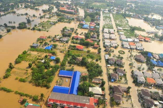 1TB hard drive prices skyrocket 180 percent due to Thailand floods