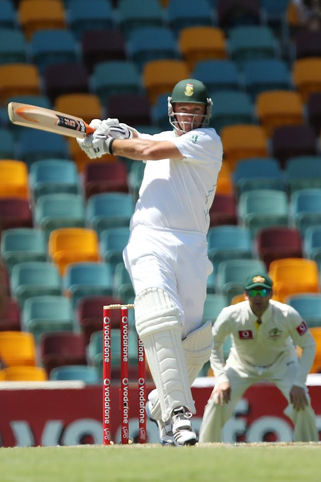 BRISBANE, AUSTRALIA - NOVEMBER 13:  Graeme Smith of South Africa bats during day five of the First Test match between Australia and South Africa at The Gabba on November 13, 2012 in Brisbane, Australia.  (Photo by Chris Hyde/Getty Images)