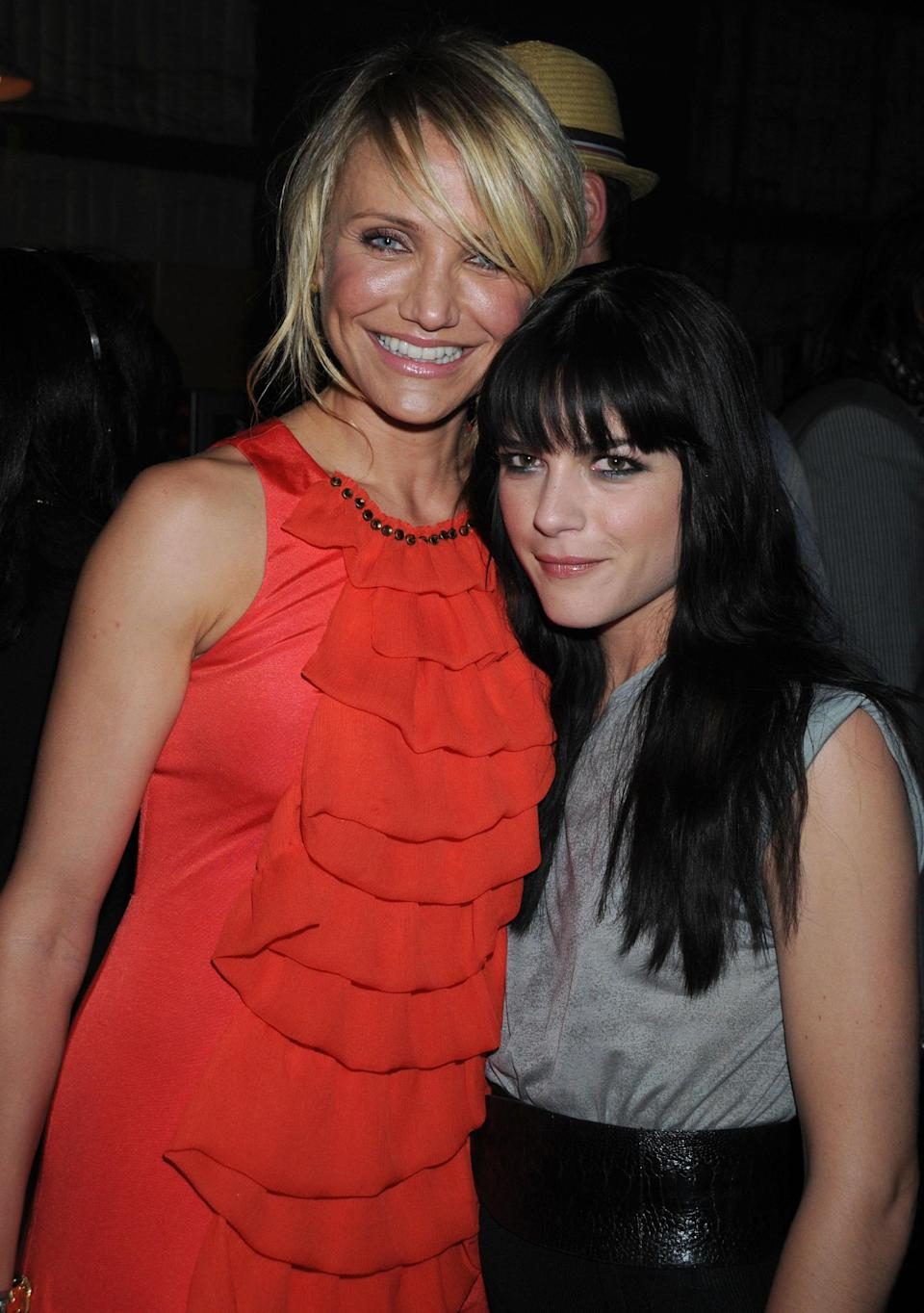 Cameron Diaz reportedly confided in Selma Blair that she has retired from showbiz. Here are the women, and former co-stars, in 2008. (Photo: Getty Images)