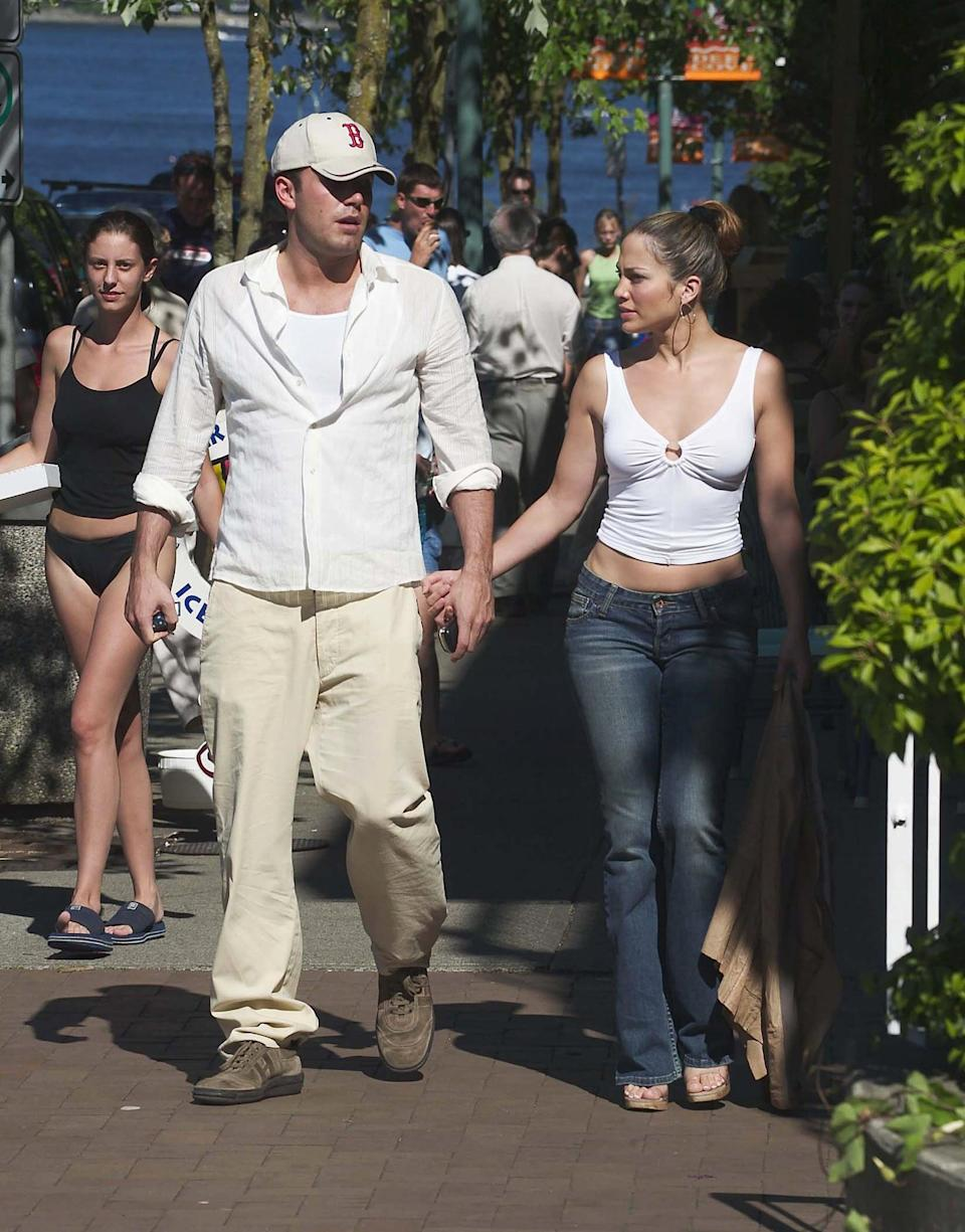 <p>The two looked casual and relaxed as they showed PDA in Vancouver in July 2003. </p>