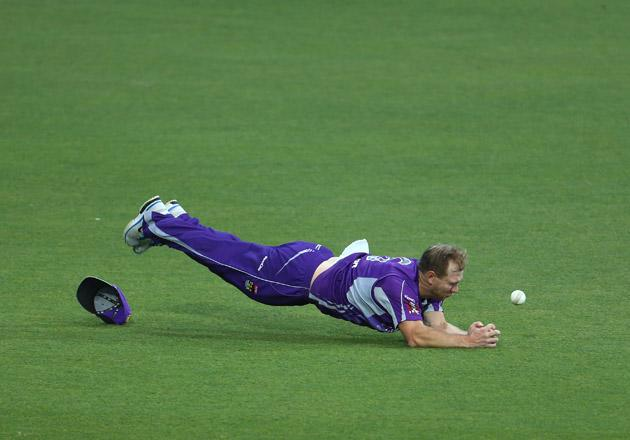 Aiden Blizzard of the Hurricanes fails to hold onto a catch from Simon Katich of the Scorchers during the Big Bash League match between the Hobart Hurricanes and the Perth Scorchers at Blundstone Arena on January 1, 2013 in Hobart, Australia.  (Photo by Robert Cianflone/Getty Images)
