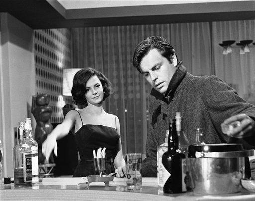 """Natalie Wood and Robert Wagner in a scene from """"All the young canibals""""."""