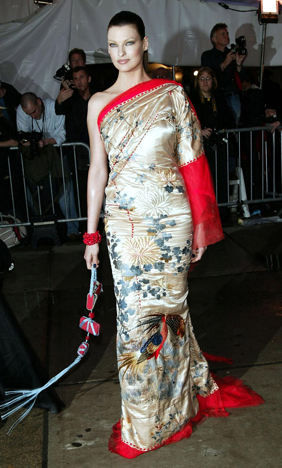 """<h1 class=""""title"""">Linda Evangelista in Jean Paul Gaultier Couture, 2004</h1><cite class=""""credit"""">Photo: Getty Images</cite>"""