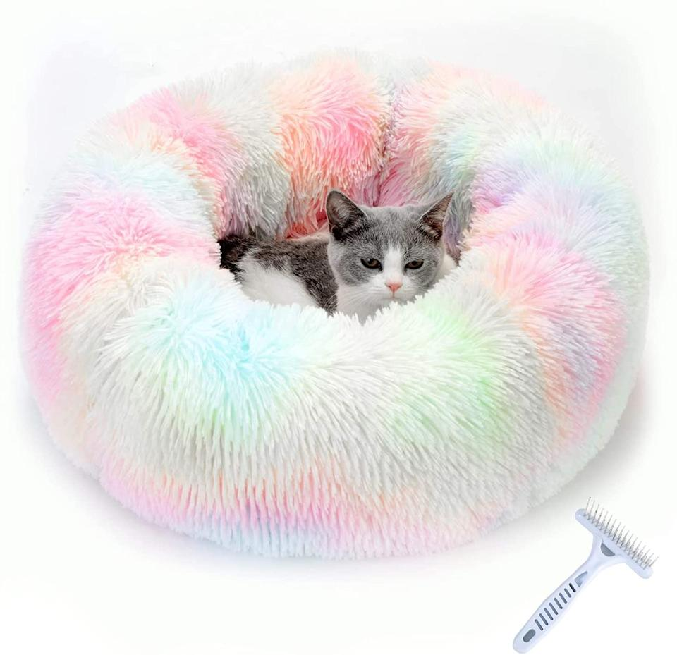 The AUSELECT Donut Anti Anxiety Pet Cushion, $34.99