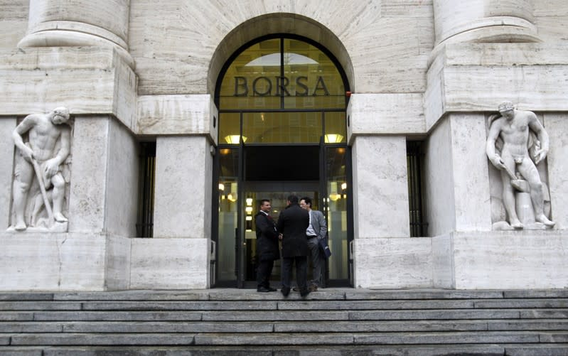 Borsa Milano in lieve rialzo, bene Unicredit, Ubi, autostrade positive