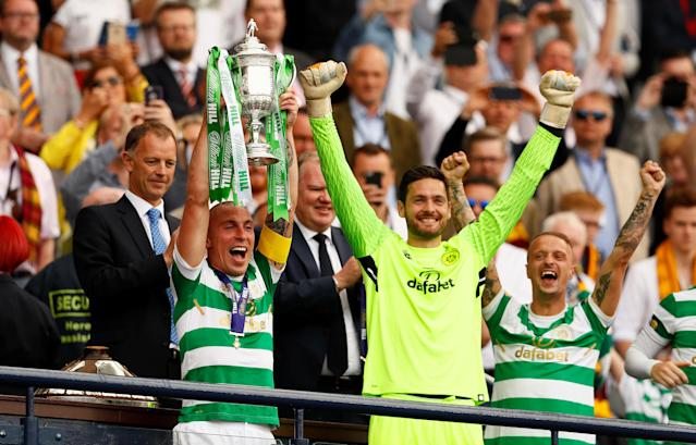 Soccer Football - Scottish Cup Final - Celtic vs Motherwell - Hampden Park, Glasgow, Britain - May 19, 2018 Celtic's Scott Brown lifts the trophy alongside Craig Gordon as they celebrate after winning the Scottish Cup Action Images via Reuters/Jason Cairnduff