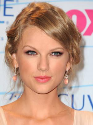 "<div class=""caption-credit""> Photo by: Getty Images</div><div class=""caption-title"">Taylor Swift</div>This singer/song writer once used a Sharpie as eyeliner in an airplane bathroom because she didn't have any with her. ""I don't recommend it,"" she's told reporters, and we agree! <br> <b>Related: <a rel=""nofollow"" href=""http://www.cosmopolitan.com/hairstyles-beauty/skin-care-makeup/ways-to-remove-self-tanner?link=rel&dom=yah_life&src=syn&con=blog_cosmo&mag=cos"" target=""_blank"">Easy Ways to Fix Self-Tanner Screw-ups</a> <br> Related: <a rel=""nofollow"" href=""http://www.cosmopolitan.com/hairstyles-beauty/skin-care-makeup/ways-to-get-rid-acne?link=rel&dom=yah_life&src=syn&con=blog_cosmo&mag=cos"" target=""_blank"">8 Ways to Get Rid of Acne</a> <br> Related: <a rel=""nofollow"" href=""http://www.cosmopolitan.com/hairstyles-beauty/skin-care-makeup/jennifer-aniston-hair-and-the-men-she-has-dated?link=rel&dom=yah_life&src=syn&con=blog_cosmo&mag=cos"" target=""_blank"">What Jennifer Aniston's Hair Says About Her Love Life</a></b>"