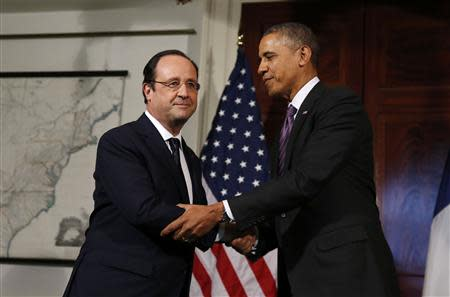 U.S. President Barack Obama (R) and French President Francois Hollande shake hands after touring the Virginia residence of Thomas Jefferson at Monticello in Charlottesville February 10, 2014. Jefferson was one of the United States' earliest envoys to France. REUTERS/Larry Downing