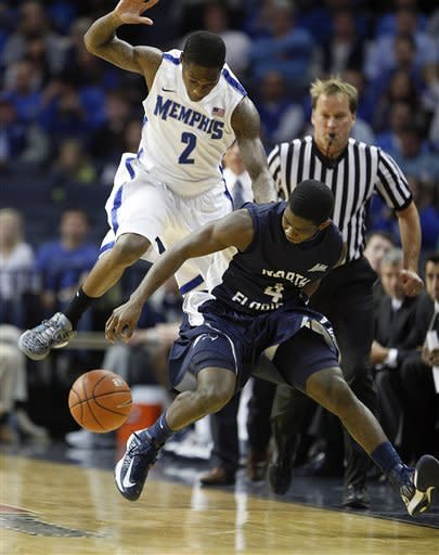 North Florida guard Will Wilson (4) and Memphis guard Antonio Barton (2) try to get the loose ball during the first half of an NCAA preseason college basketball game on Monday, Nov. 12, 2012, in Memphis, Tenn. (AP Photo/Lance Murphey)