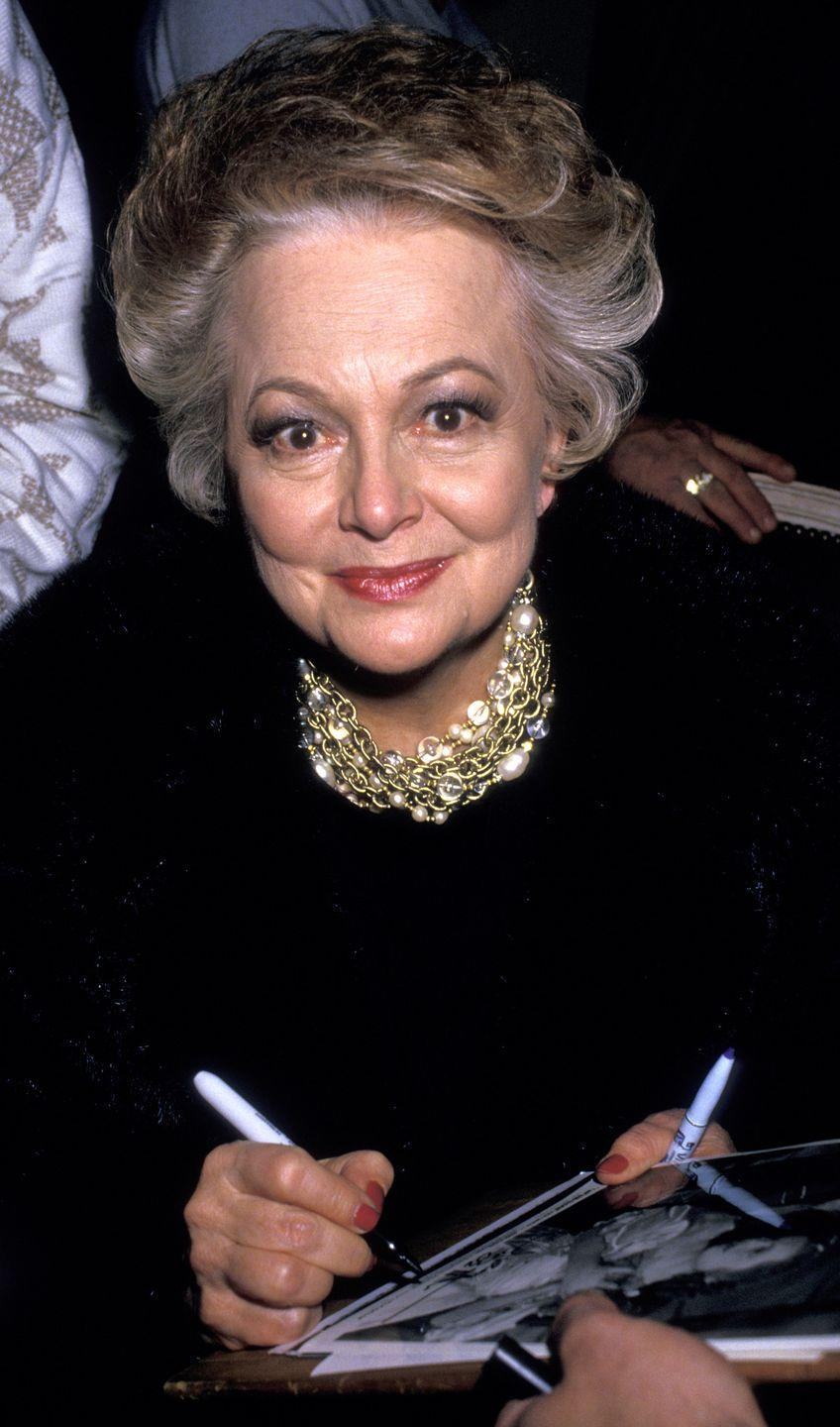 <p>The actress signing her autograph at the 44th Annual Golden Globe Awards in 1987.</p>