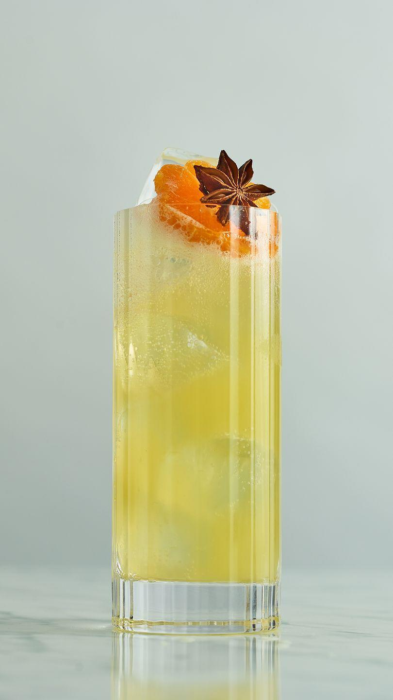 <p>With a subtle hint of winter spice, this cocktail is a lighter festive twist on the traditional Moscow Mule.</p><p><strong>You'll need: </strong></p><p>25ml Vodka</p><p>20ml Tangerine Juice</p><p>5ml Sugar Syrup</p><p>2 drops Chocolate Bitters</p><p>London Essence Ginger Beer</p><p><strong>Method</strong></p><p>Mix together in a highball glass and serve with a tangerine wedge. </p>