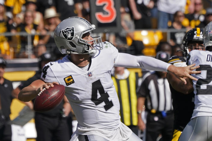 Las Vegas Raiders quarterback Derek Carr (4) throws a touchdown pass to wide receiver Henry Ruggs III during the second half of an NFL football game against the Pittsburgh Steelers in Pittsburgh, Sunday, Sept. 19, 2021. (AP Photo/Keith Srakocic)