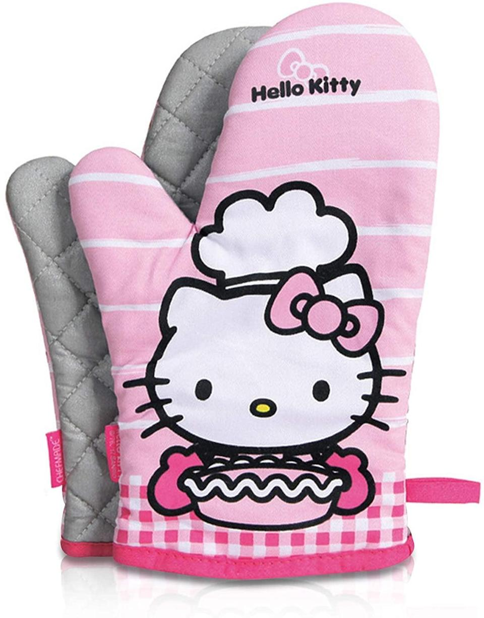 <p>The <span>Finex Hello Kitty 2 Pcs Quilted Oven Mitt Set</span> ($20) are the perfect set of hands for your baking adventures.</p>