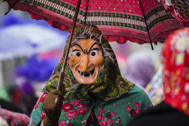 <p>A participant dressed as a witch enjoys the carnival parade in Wuerzburg, southern Germany, Feb. 11, 2018. (Photo: Nicolas Armer/dpa via AP) </p>