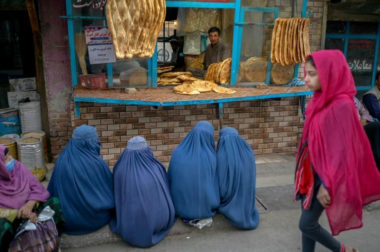 Women in Kabul beg for bread following the takeover by the Taliban, which have stopped them from working (AFP/BULENT KILIC)