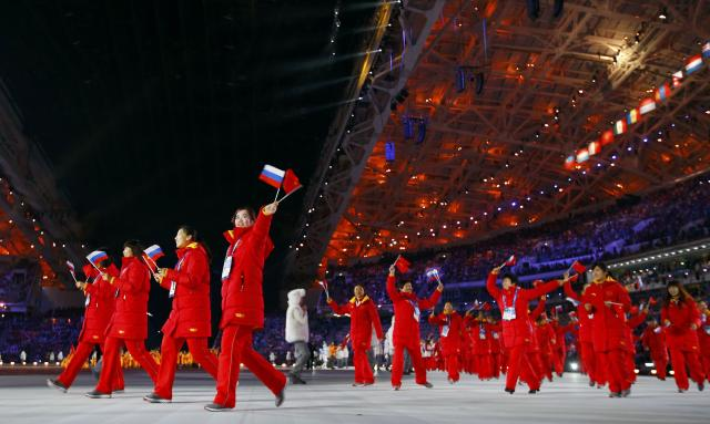 China's team members wave during the opening ceremony of the 2014 Sochi Winter Olympic Games February 7, 2014. REUTERS/Brian Snyder (RUSSIA - Tags: SPORT OLYMPICS)