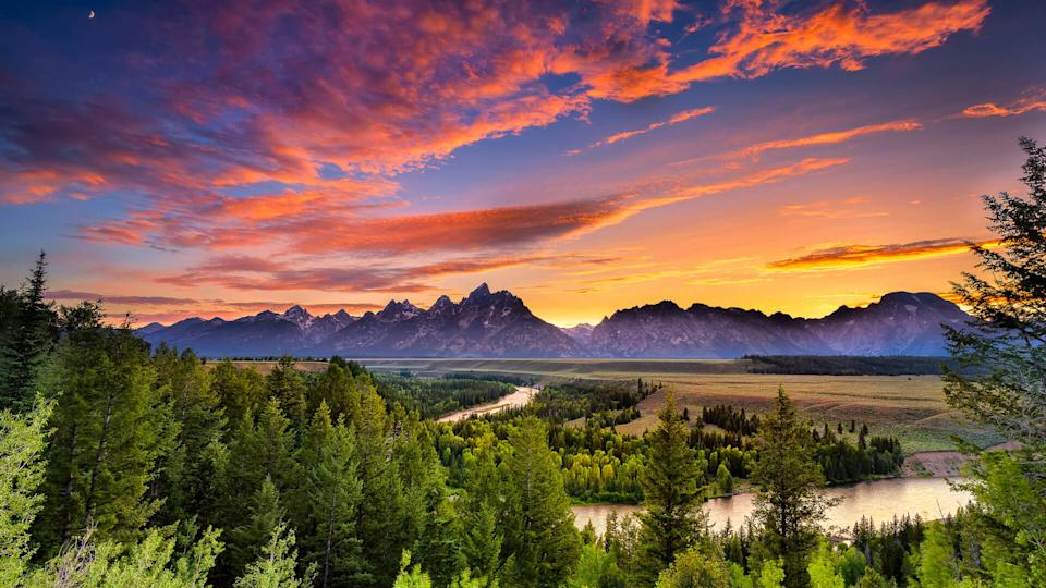 Colorful sunset at Snake River Overlook in Grand Teton National Park, WY.