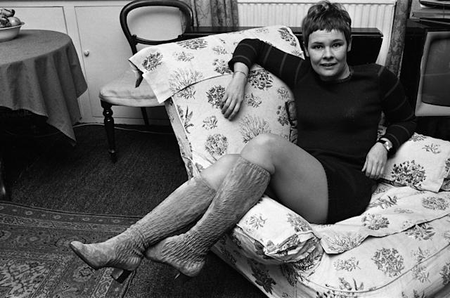 Judi Dench at home in 1967. (Photo by Beverly Goodway/Mirrorpix/Getty Images)