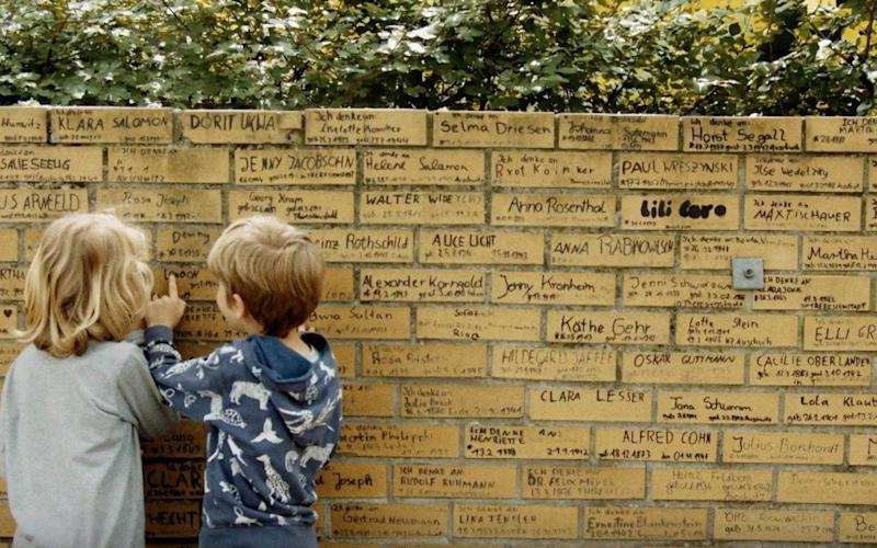 The memorial wall at Locknitz primary school in Berlin is built entirely by children - Widen the Circle