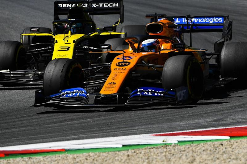 Ricciardo will answer rivals but committed to Renault