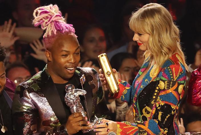 Todrick Hall and Taylor Swift onstage during the 2019 MTV Video Music Awards. (Photo: Bennett Raglin via Getty Images)