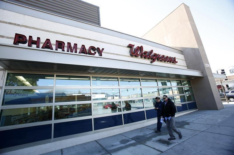People walk by a Walgreens store in Pasadena, California December 20, 2013. REUTERS/Mario Anzuoni
