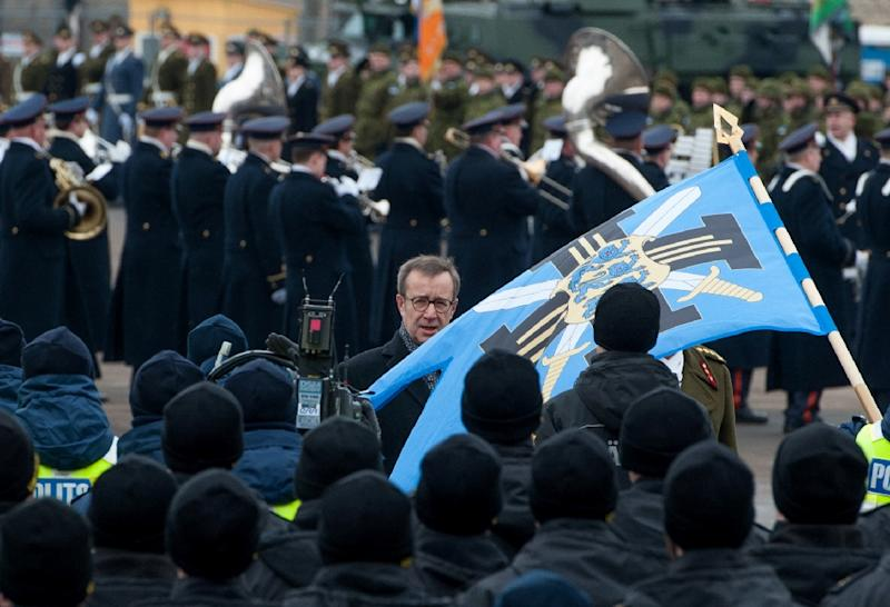 Estonian President Toomas Hendrik Ilves (C) reviews troops ahead of a military parade to celebrate 97 years since first achieving independence in 1918, on February 24, 2015 in Narva, Estonia (AFP Photo/Raigo Pajula)